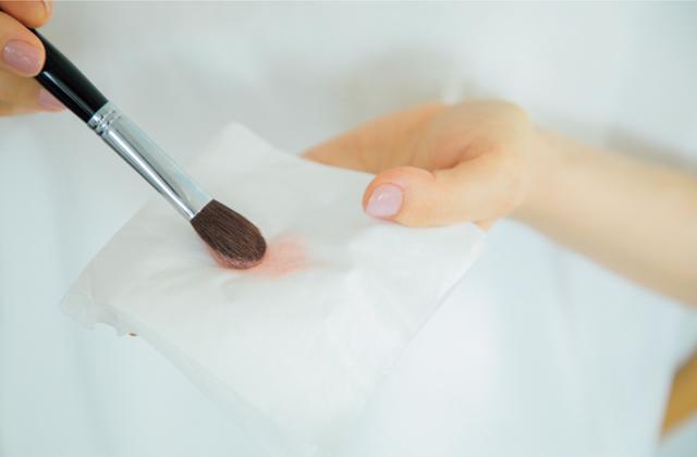 ティッシュで余分な粉をオフして、感じる程度の発色に