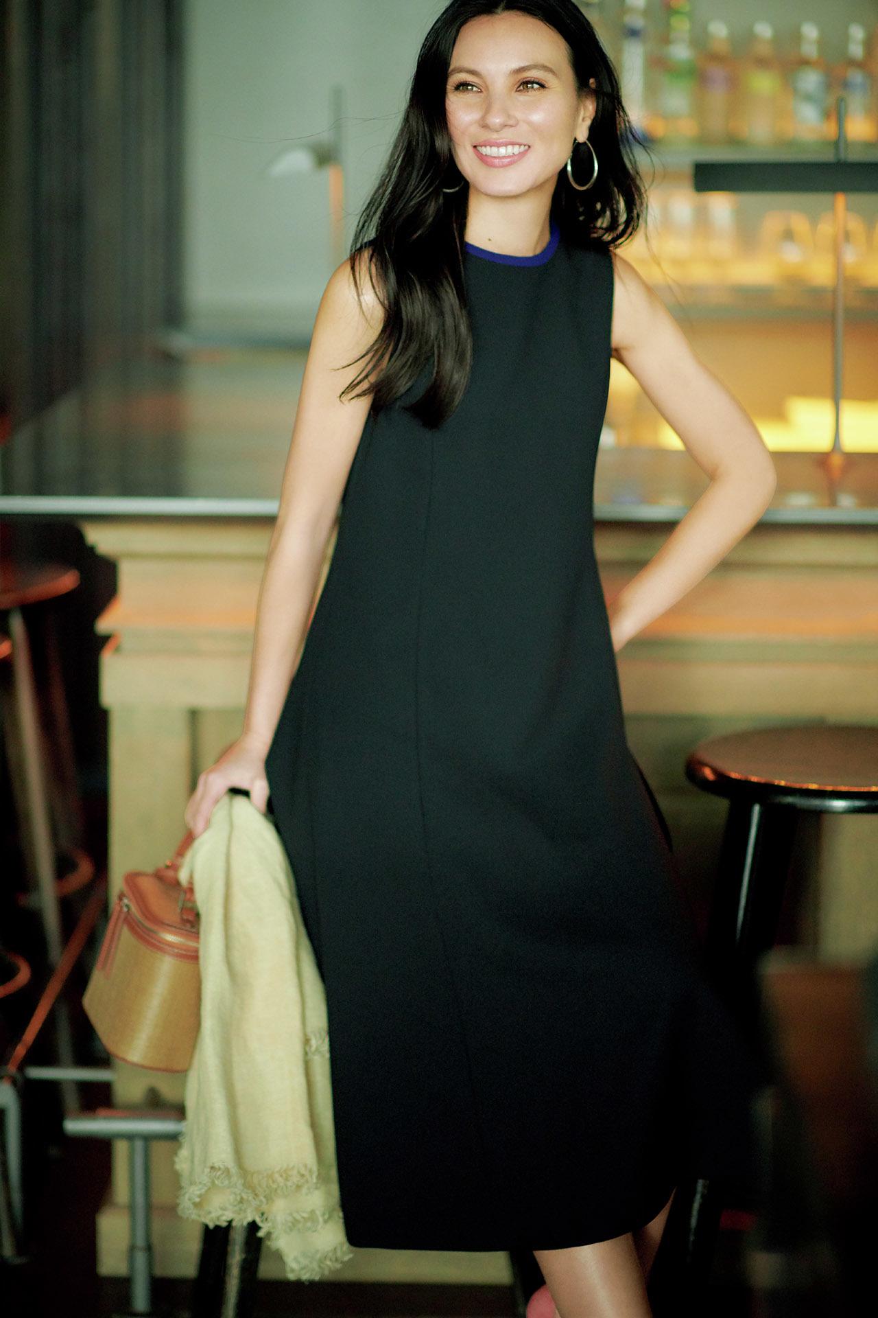 エクラ世代を輝かせるデザインを厳選。同窓会に行くなら「華ブラックドレス」  五選_1_1-4