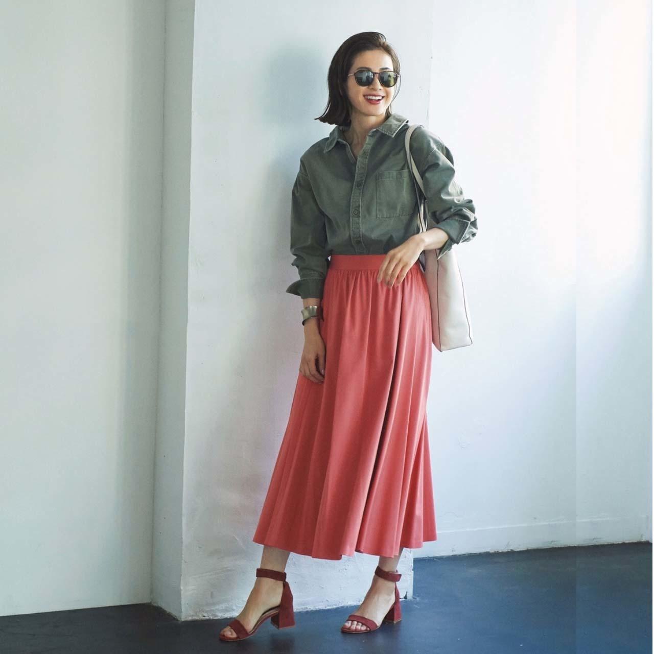 シャツ×スカート×サンダルコーデ