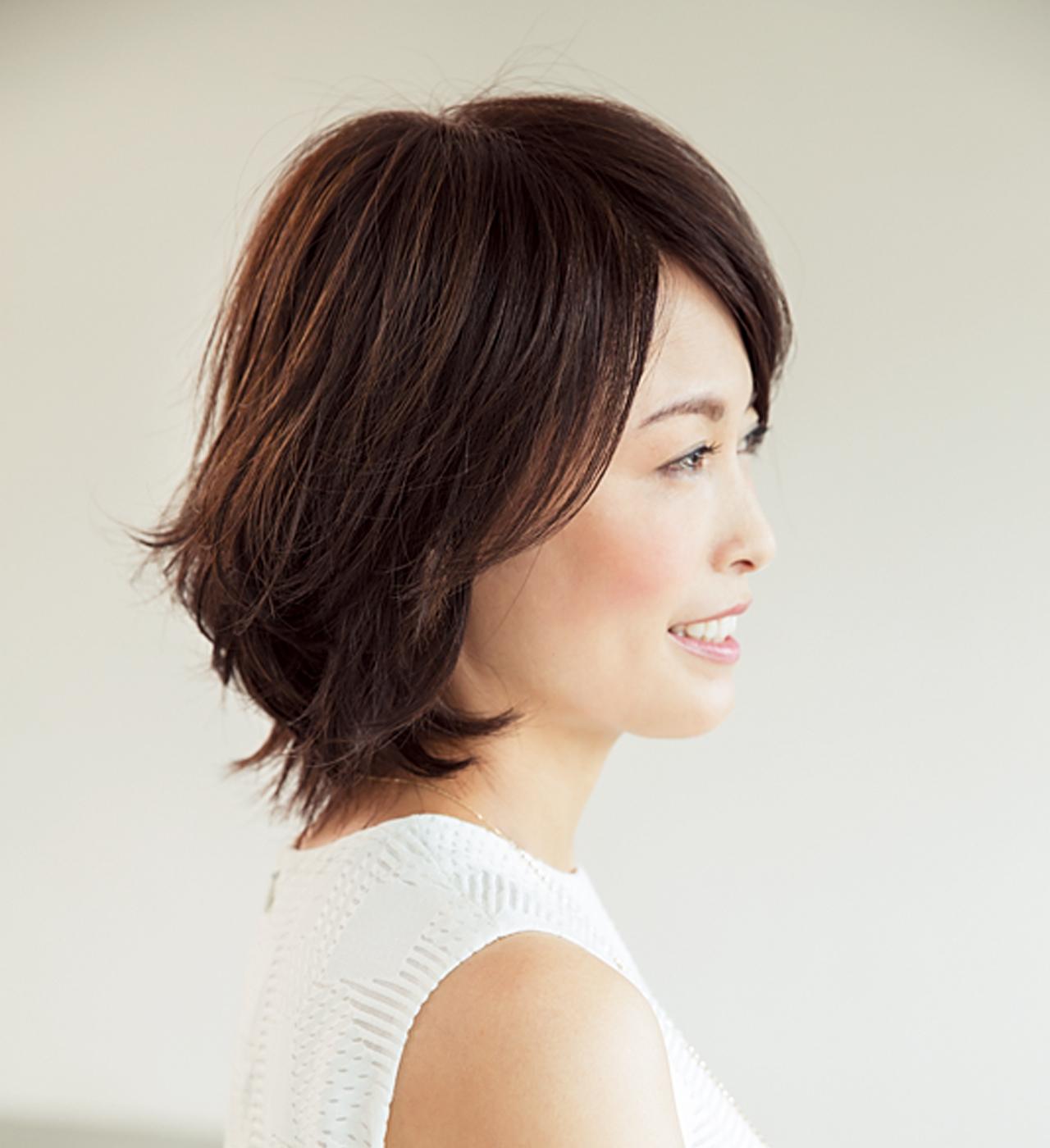 トレンドの「外ハネ」は 短めヘアが取り入れやすい【40代のボブヘア】_1_2