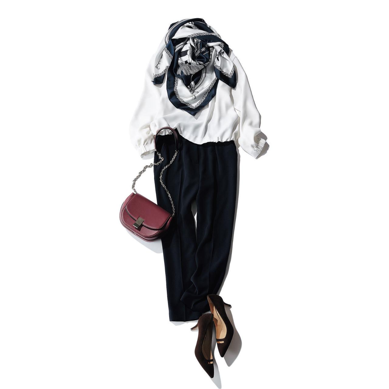 白ブラウス×黒パンツのファッションコーデ