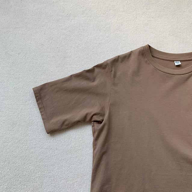 「ユニクロ」のスムースコットンラウンドヘムロングT(半袖)
