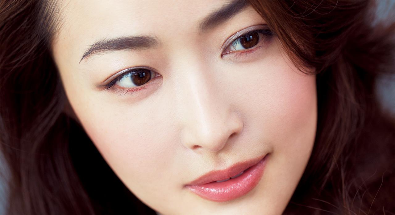 令嬢風のクラシカルな眉が旬。やや短めの角度眉で清潔感を_1_1