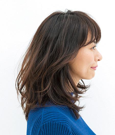 「透け感」を意識したトレンド直球なミディアムヘア【40代のミディアムヘア】_1_2