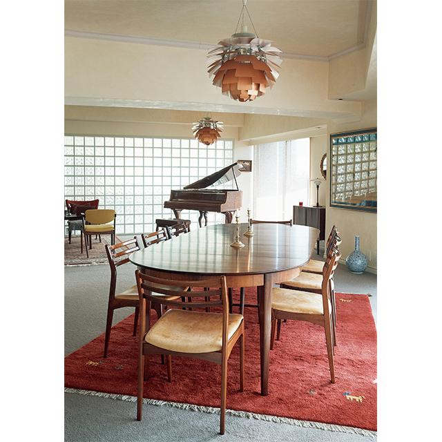 ローズウッドのダイニングテーブル&チェアは、行きつけのインテリアショップ、『ルカスカンジナビア』で購入