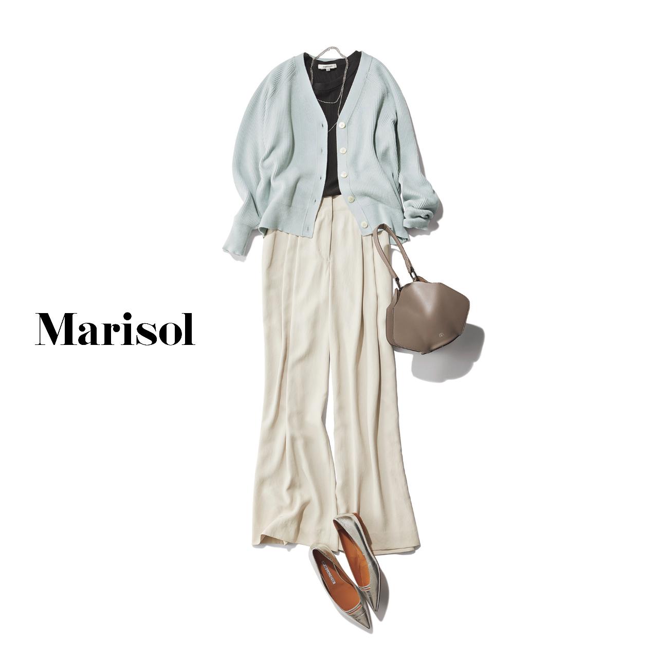 40代ファッション 淡ブルーカーディガン×白ワイドパンツコーデ