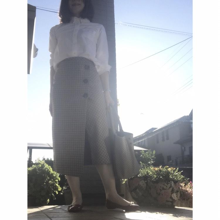リアル通勤コーデ。やっと晴れた金曜日はチェックのスカートで秋らしさをプラス!_1_2