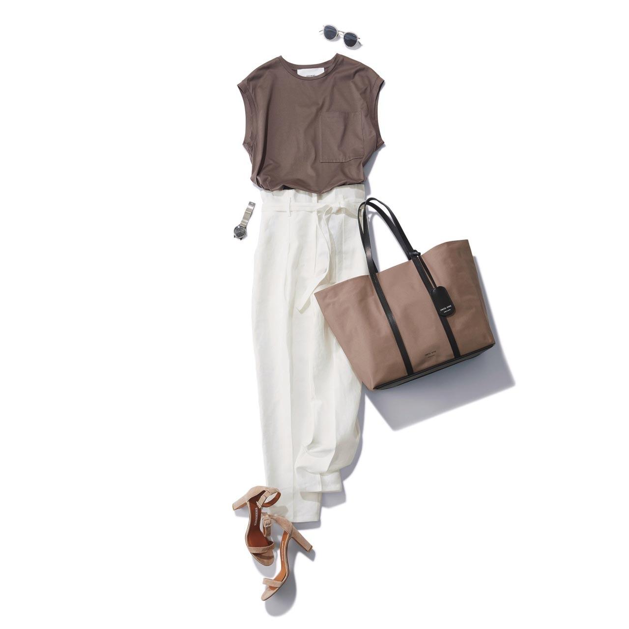 ■ベージュTシャツ×白パンツコーデ