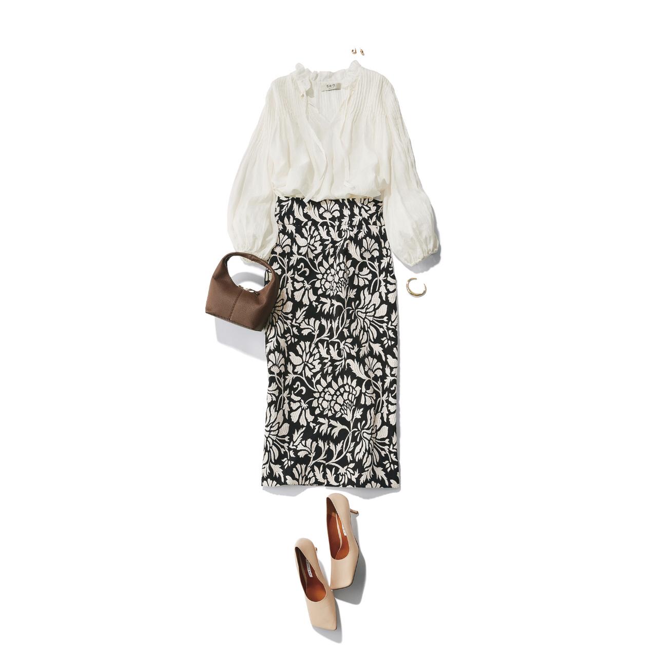 白ブラウス×黒柄スカート