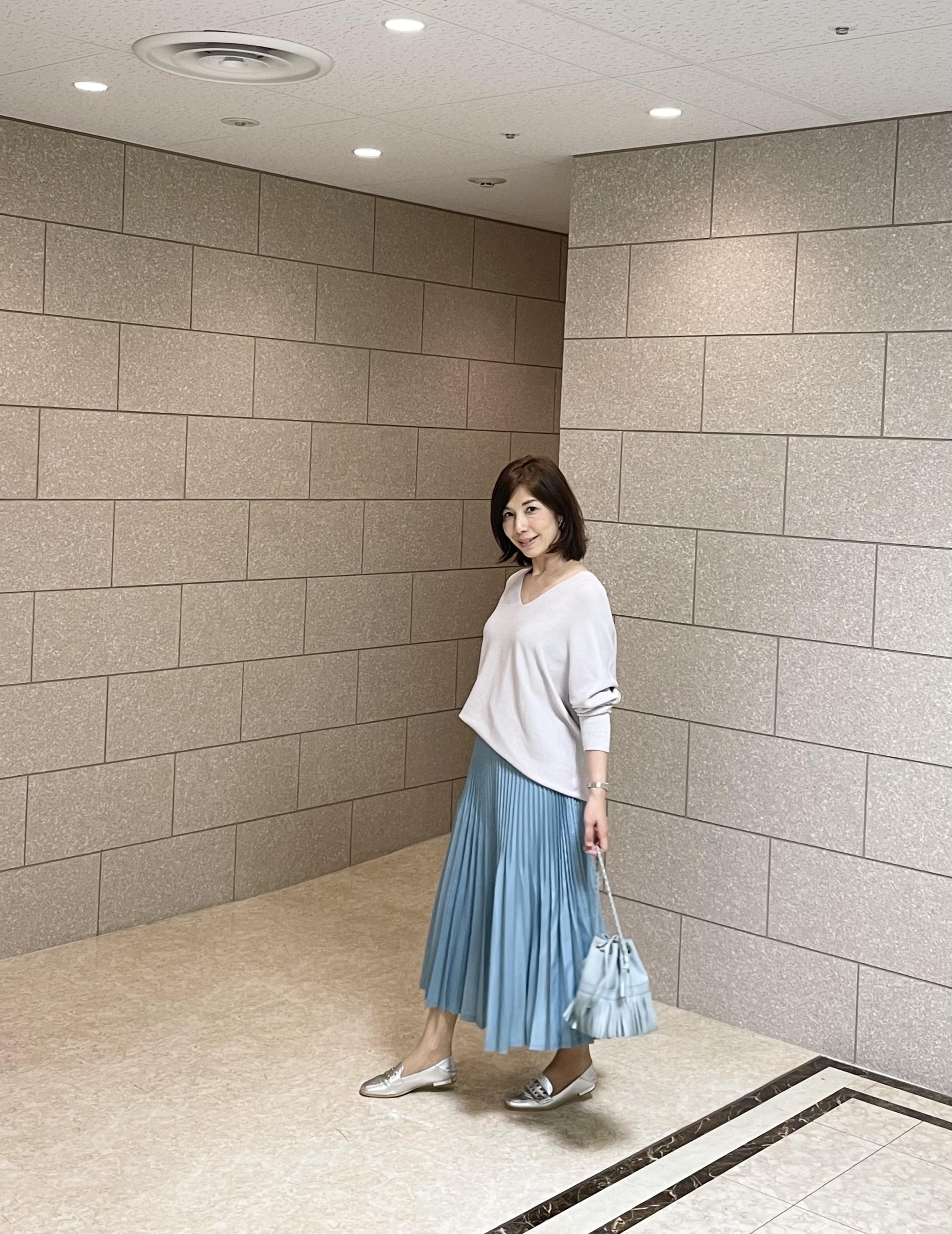 プリーツスカートは艶感がおすすめ_1_2