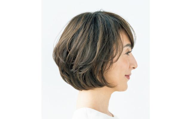 深め前髪の卵形ボブのサイド