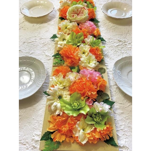 額縁に花を盛りつけると飾り方のバリエが多彩に