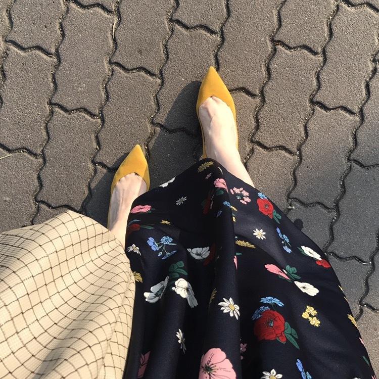 リアル通勤コーデ。暑いの寒いのどっちなの?な水曜日は花柄スカートで華やかさをプラス!_1_2
