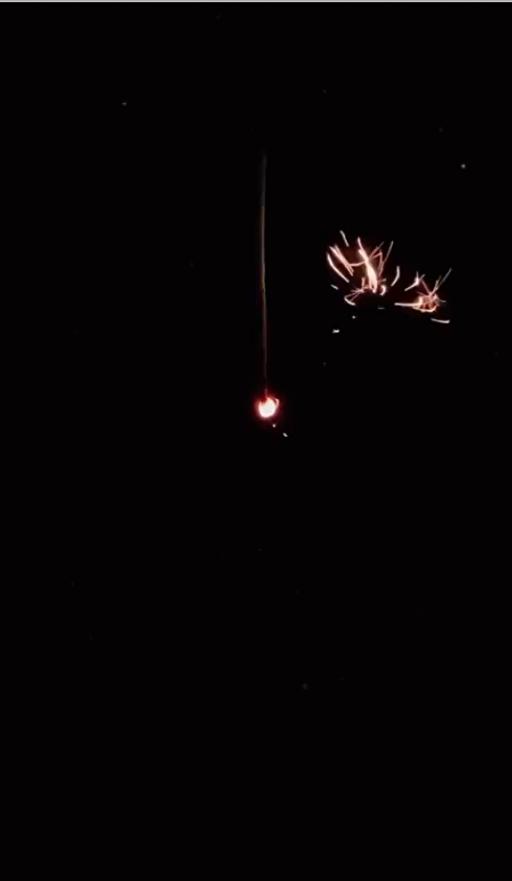 線香花火の由来は、植物に喩えられた燃え方から、火をつけてから落ちるまでの変化を 人の一生にも喩えられているのだとか。
