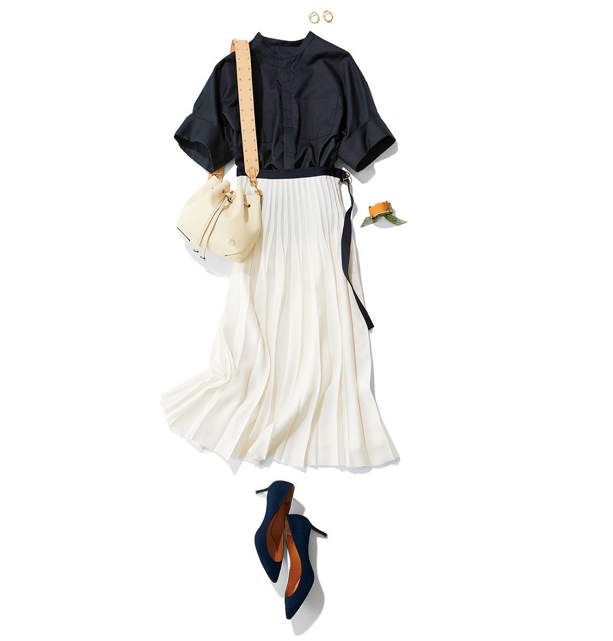 ネイビーのブラウス×プリーツ白スカートコーデ