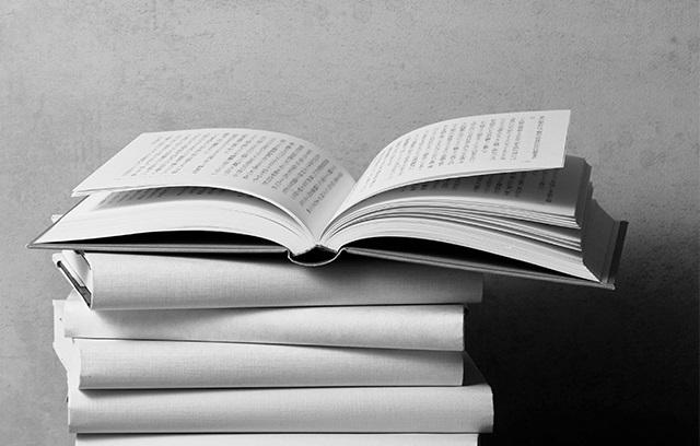 【夏の文芸エクラ大賞】斎藤美奈子さんがコロナ禍の世と話題本を解説!