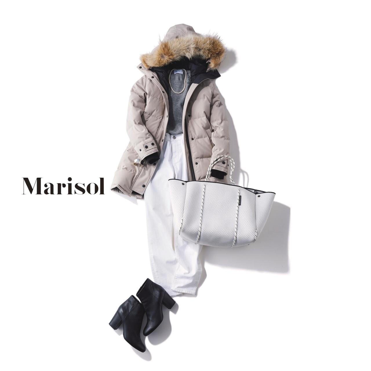 40代ファッション ダウンコート×グレーニット×ホワイトデニムパンツコーデ