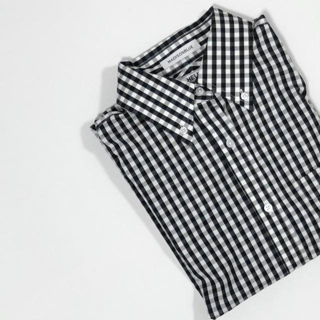 ブラック&ホワイトのギンガムチェックシャツ