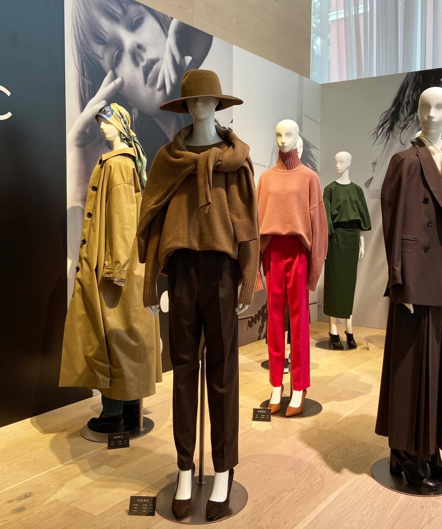 人気ブランド「N.O.R.C」の秋冬展示会で見つけた同色ニットの肩がけがカッコいい!_1_1