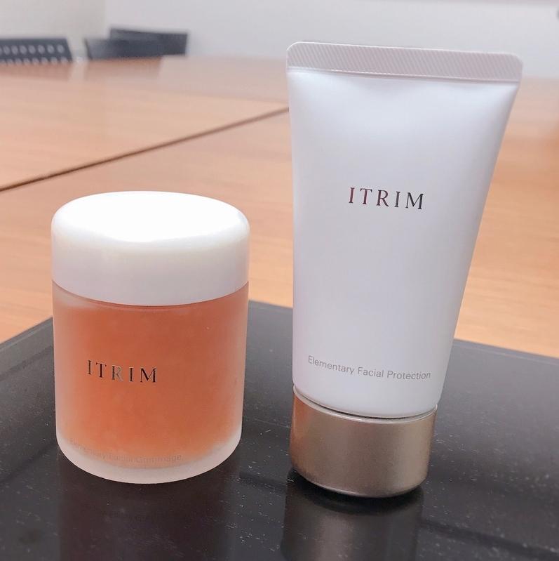 (左から)ITRIM エレメンタリー フェイシャルゴマージュ 100g  ¥12000、同フェイシャルプロテクション<SPF45/PA+++> 80g ¥12000