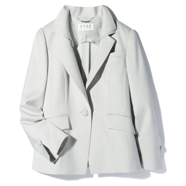 スタックのテーラードジャケットは立体裁断でシルエットまで美しく