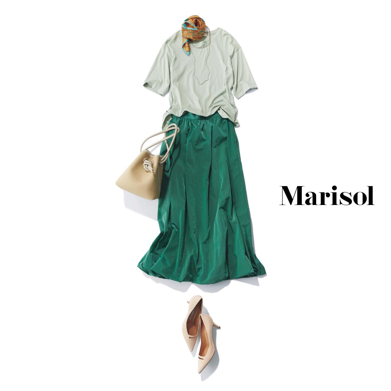 40代ファッション  Tシャツ×スカート コーデ