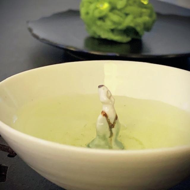 韓国白磁作家の『人形茶杯』。 かわいらしさが来客にも人気