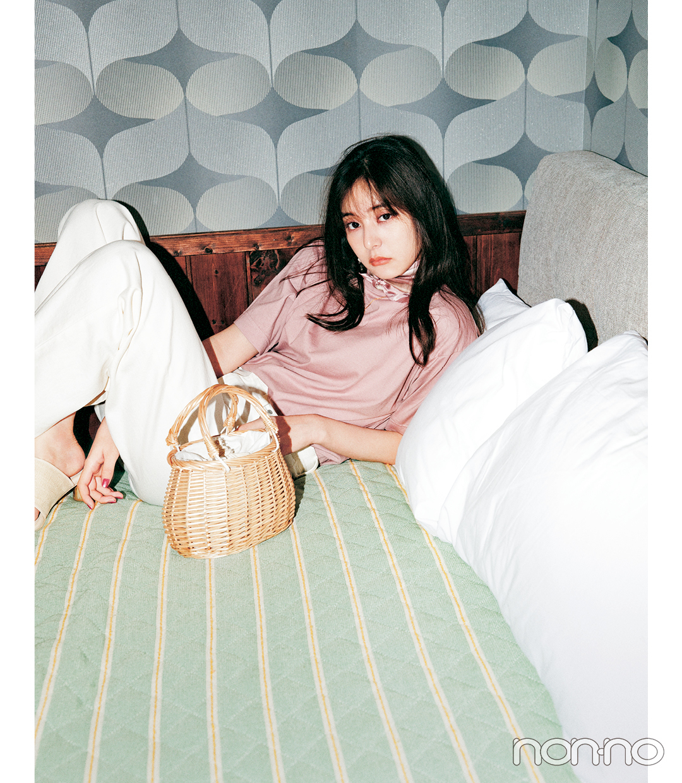 新木優子のTシャツを可愛く着こなす方法のコーデ4-3