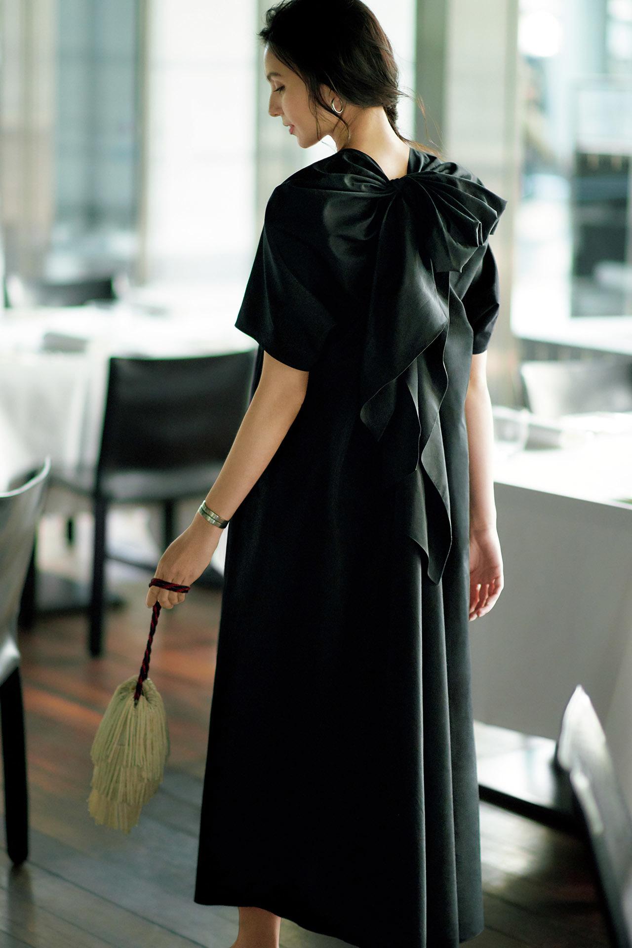 エクラ世代を輝かせるデザインを厳選。同窓会に行くなら「華ブラックドレス」  五選_1_1-5