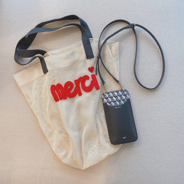 ちょこっと出かけるときは可愛いエコバッグを持って。
