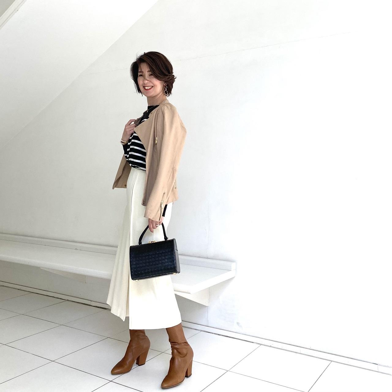 広がりすぎないナロースカートですっきり見え_1_4