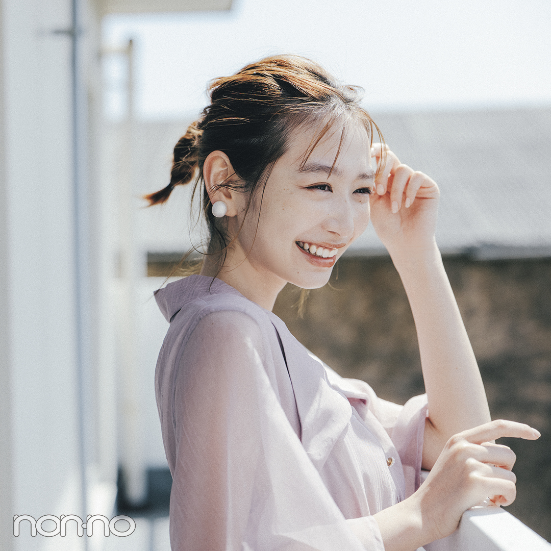 岡本夏美好感度抜群ヘアアレ「三つ編みポニーヘアアレ」のモデルカット1