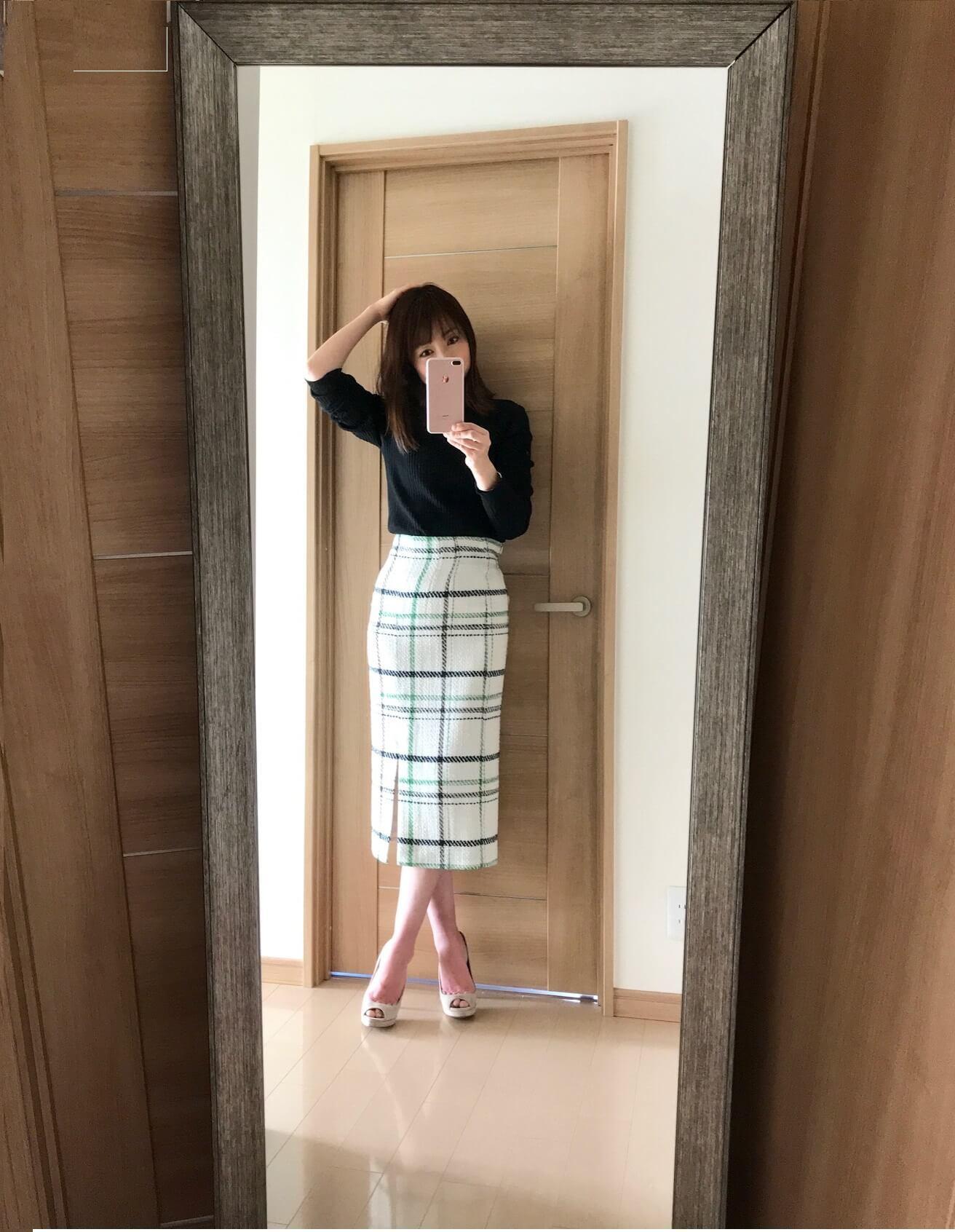 ミラオーウェンのスカートを着用写真