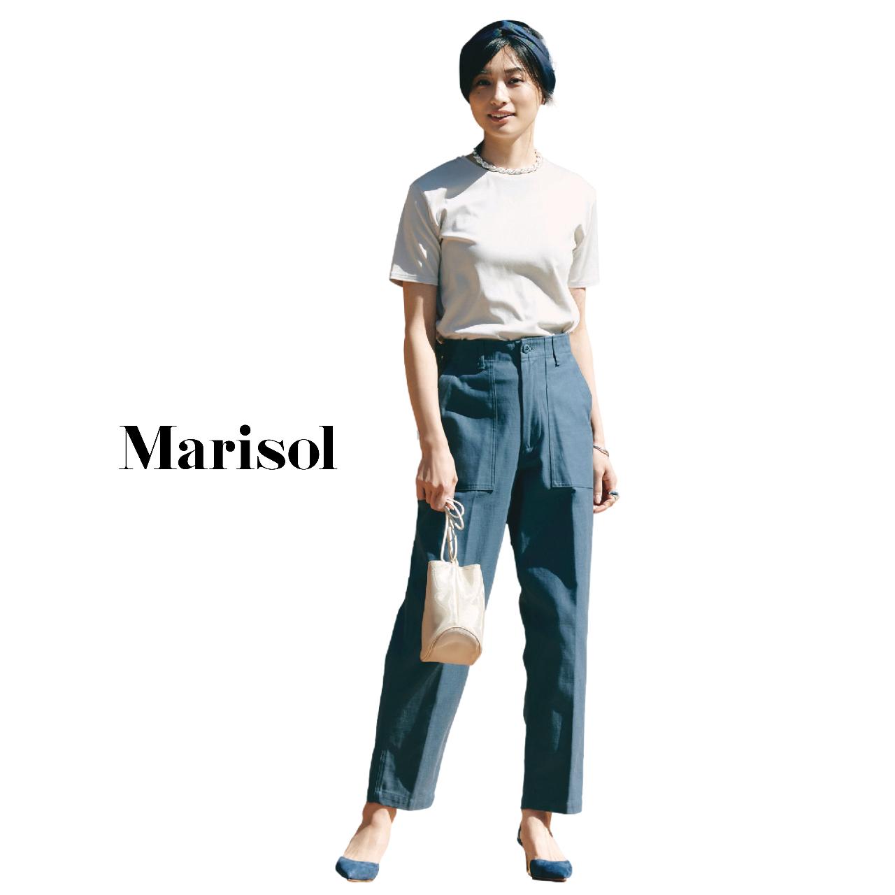 40代ファッション  Tシャツ×ブルーパンツコーデ