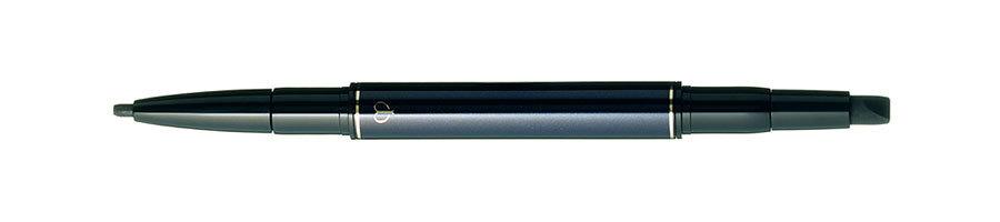 ⑤黒のライナーで目をくっきりと。まつ毛の根元にフィットしやすい柔らかさ。スティロアイライナー 201¥5,000/クレ・ド・ポー ボーテ