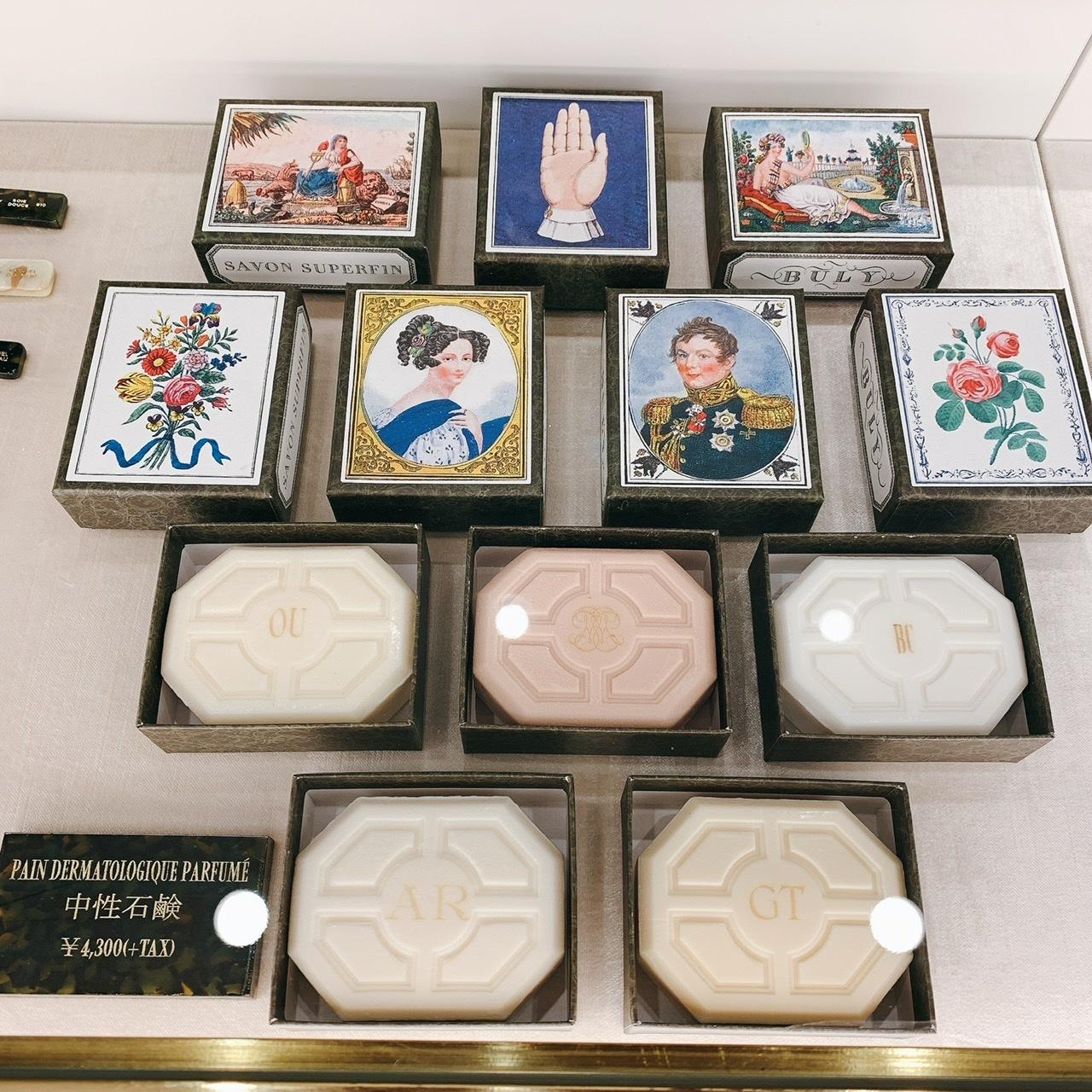 イニシャルを刻印する有料サービスも。「サヴォン・スゥペールファン」 各150g ¥4,300