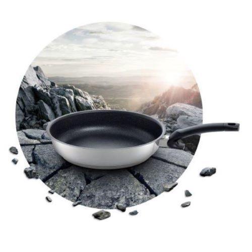 ドイツの高級調理器具ブランド・フィスラーのコーティングフライパン「アダマント プレミアム」