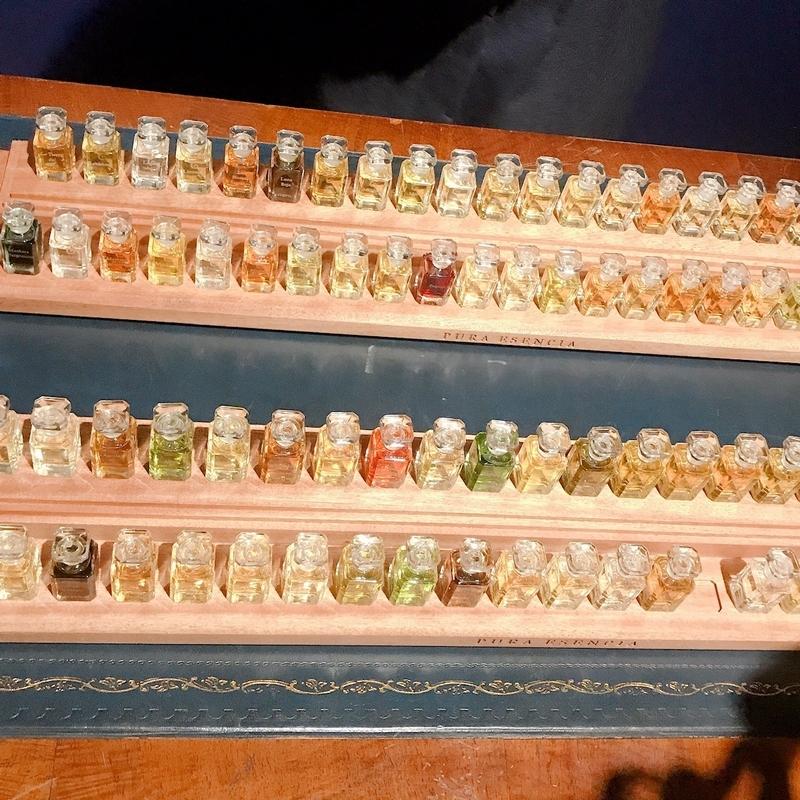 フエギア1883には、100種類の香りがラインアップ