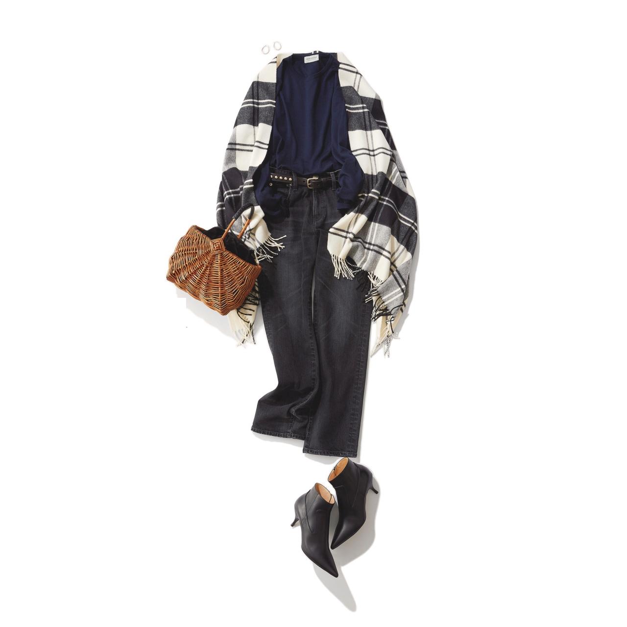 チェック柄ストール×黒デニムパンツのファッションコーデ