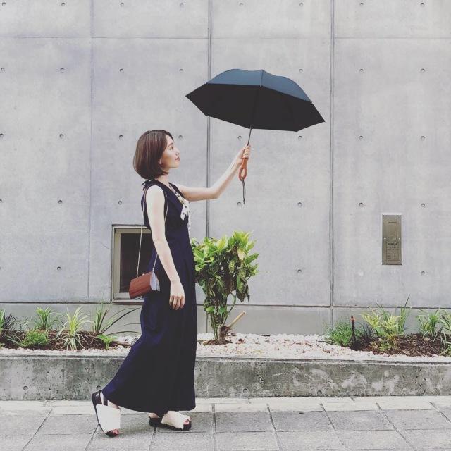 サンバリア100の日傘、無地を選べば大人のコーデになじみます_1_4-3