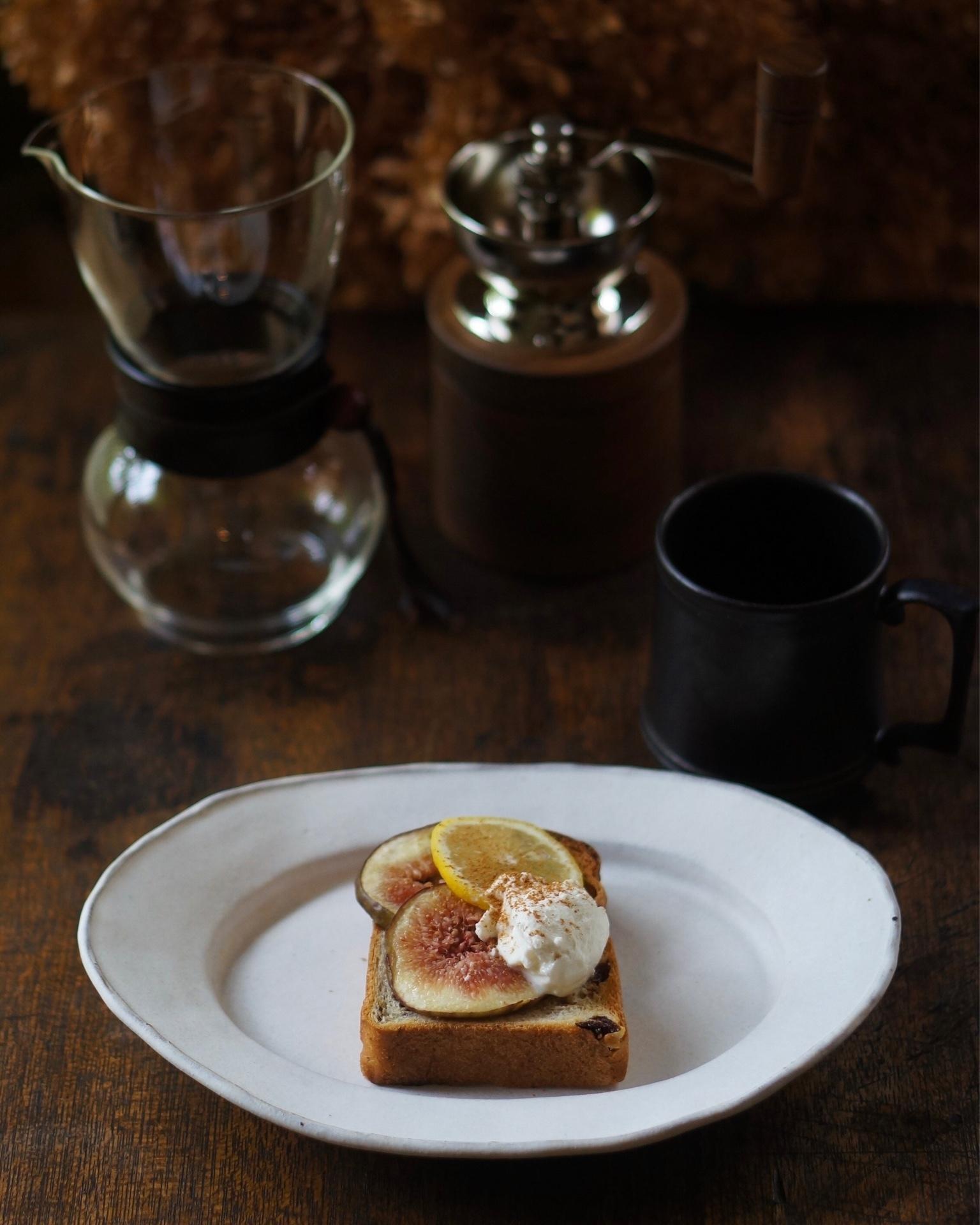 山崎食パンのぶとうパンをアレンジしたいちじくのトースト