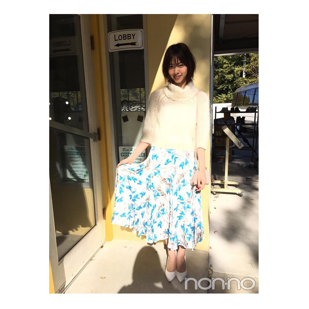 西野七瀬はさわやかで大人なブルー系花柄スカートに夢中【毎日コーデ】_1_1