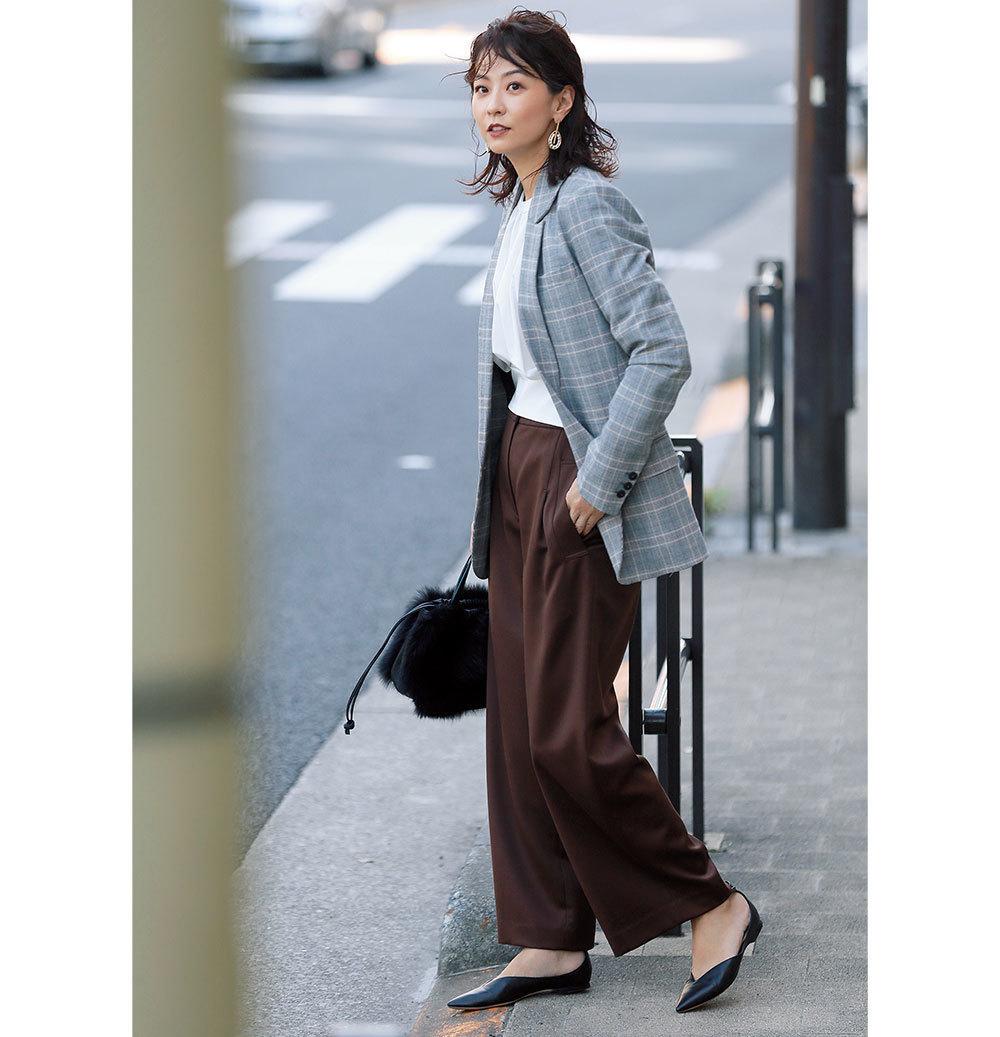 チェック柄ジャケット×ブラウンパンツのファッションコーデ