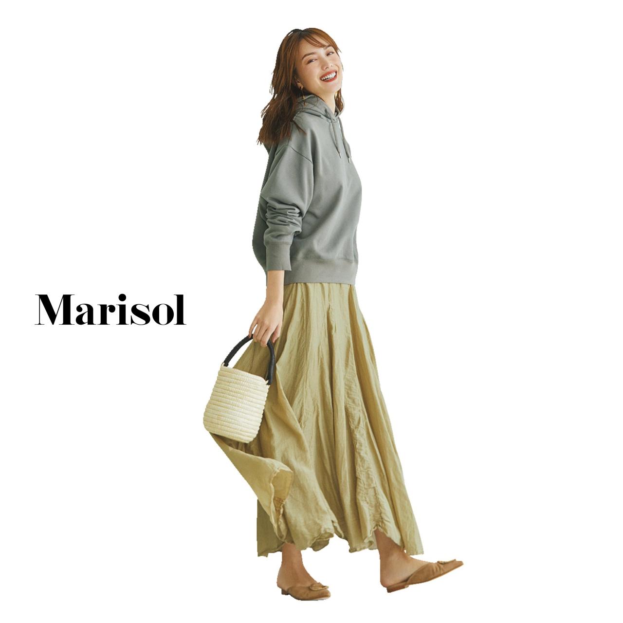40代ファッション グレーフーディ×マキシスカートコーデ