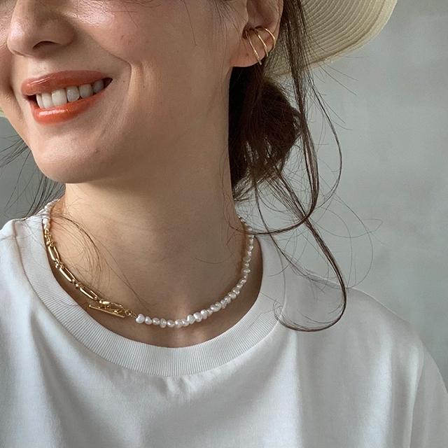 定番「白Tシャツ」の着こなしを更新! アラフォーがこなれて見えるコーデ術まとめ 40代ファッション_1_10