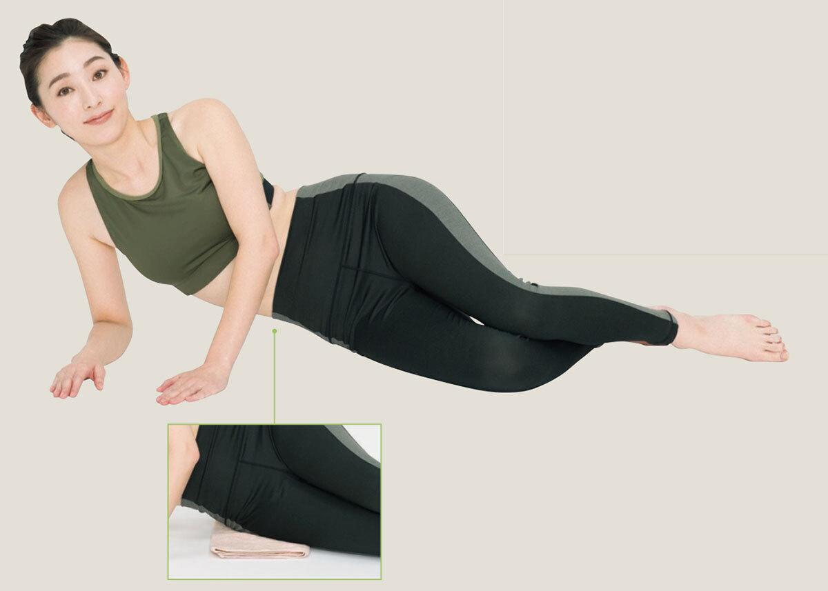 2.右肘下と左手で体を支える