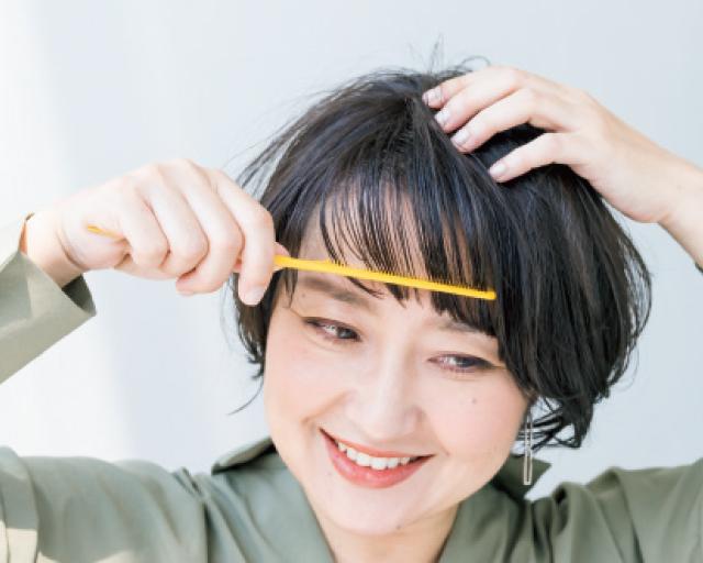 バームをつけておろし前髪を整える