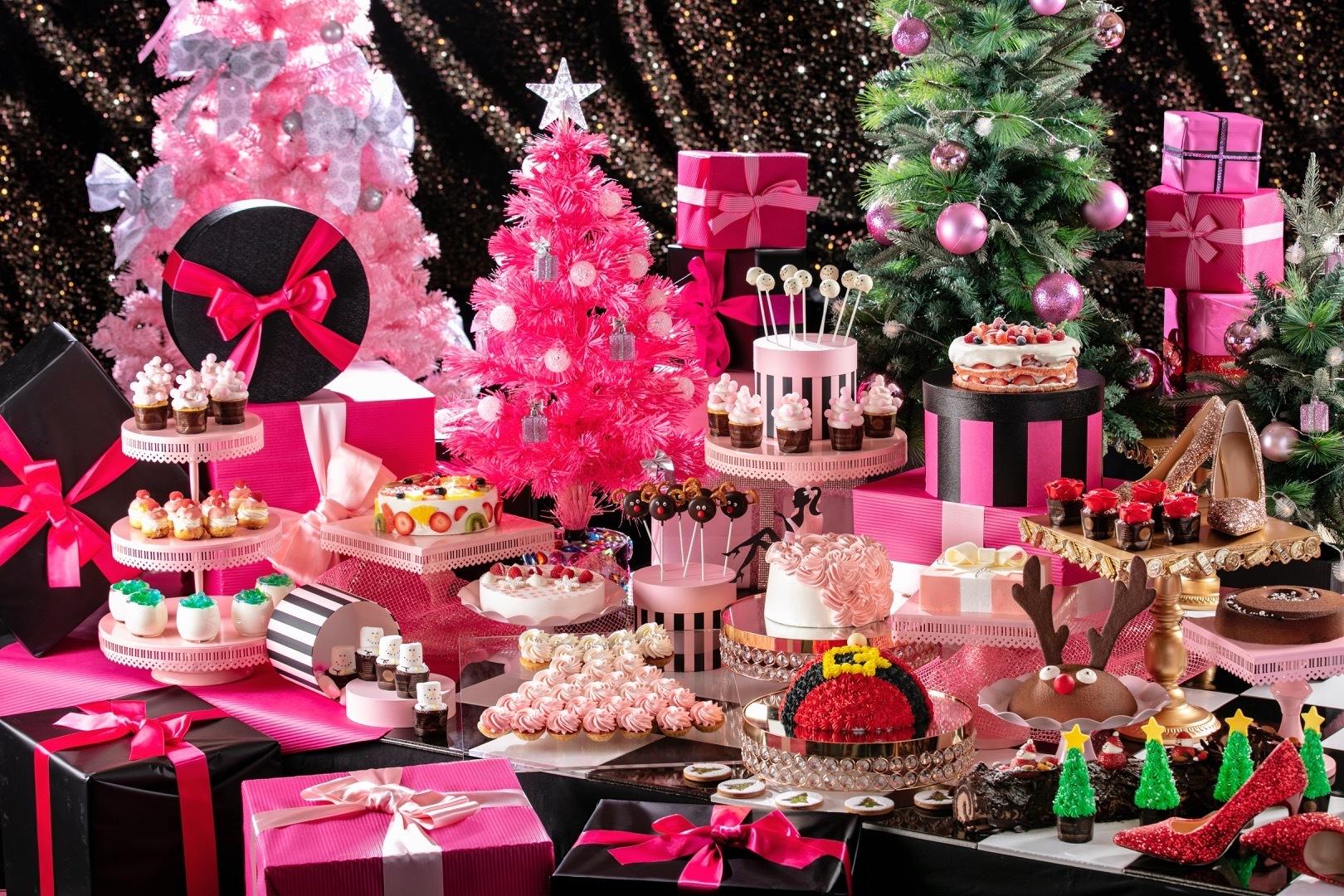 「ロマンティックな花嫁のように ピンクドレスのストロベリーシフォンケーキ」など、約35種類のスイーツや軽食が勢ぞろい!