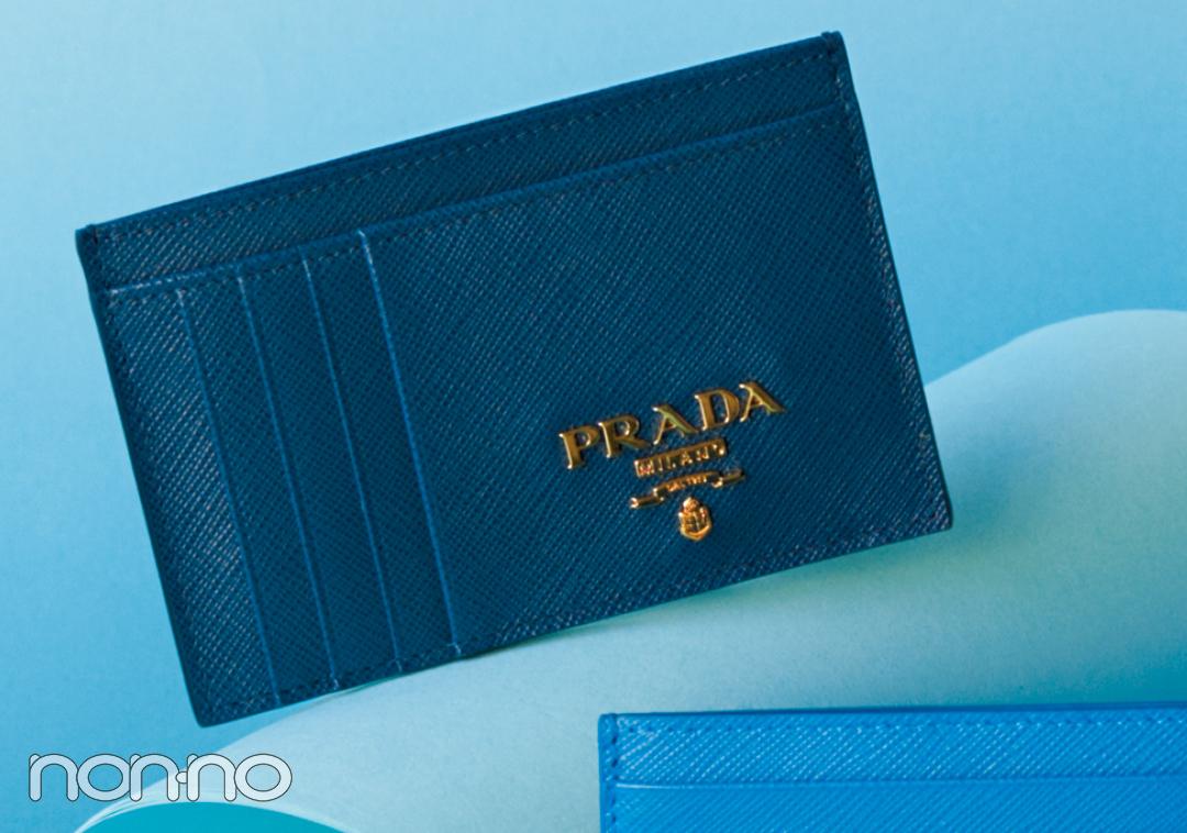 ミニ財布を買うならプラダ♡ 新作のブルーが素敵すぎる!【20歳からの名品】_1_3-5