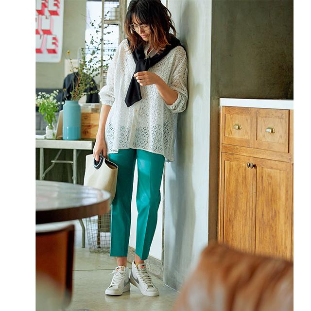 パンツに似合うのは:目立ちすぎないベーシックスニーカー